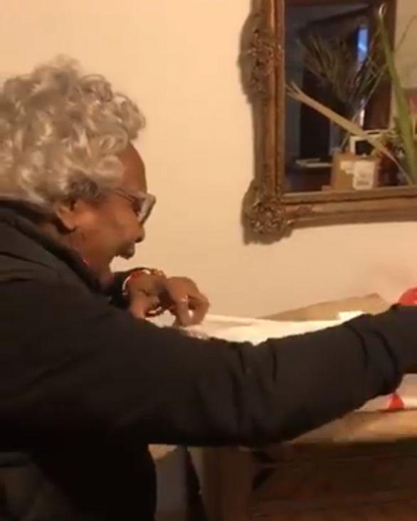 Reakcija bake na poklon koji je čekala 20 godina postao hit na internetu