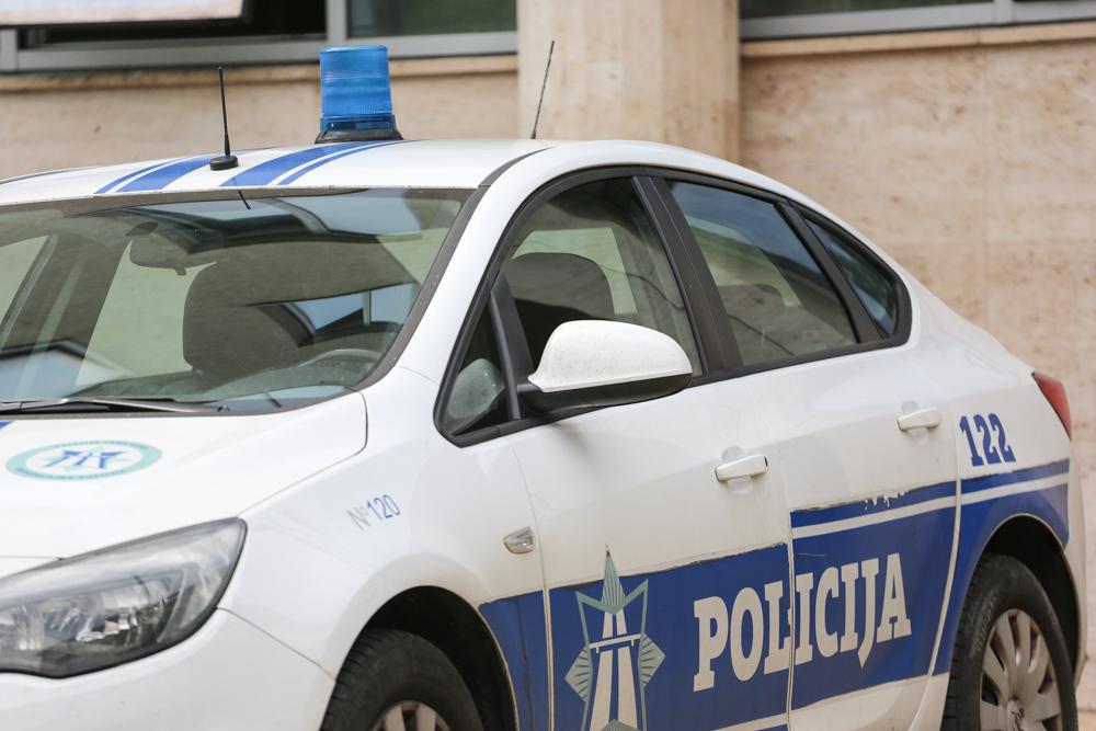 Damjanović i Nikčević nakon potjere uhapsili muškarca koji je opljačkao kiosk