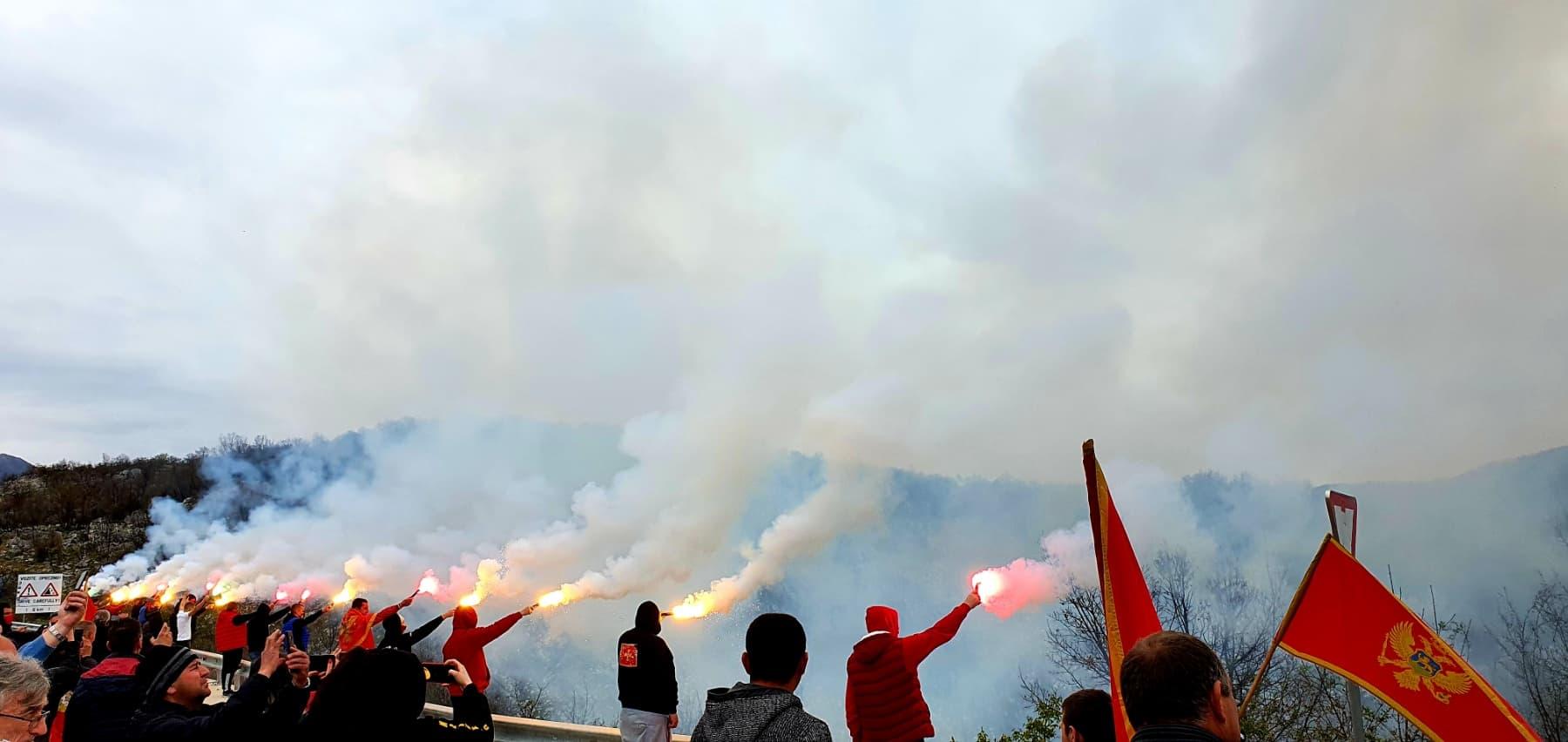 Završena blokada na Bogetićima: Bakljada i crnogorsko kolo