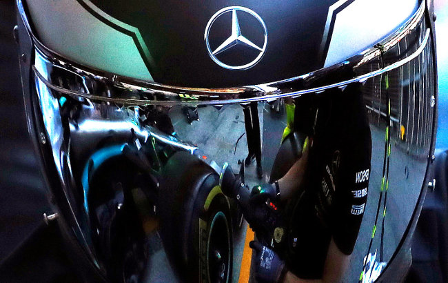 Sjajan gest Mercedesa: Srebrna strijela postala crna