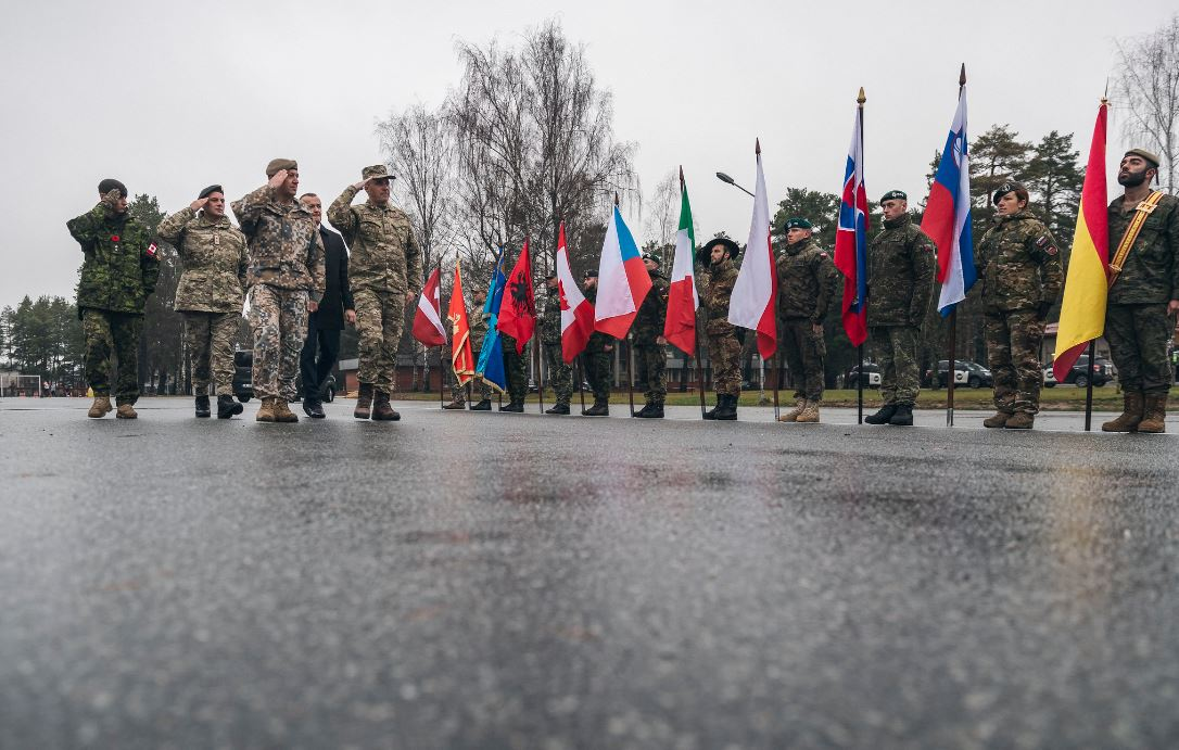 Dakić i Filipović posjetili pripadnike crnogorskog kontingenta u Letoniji