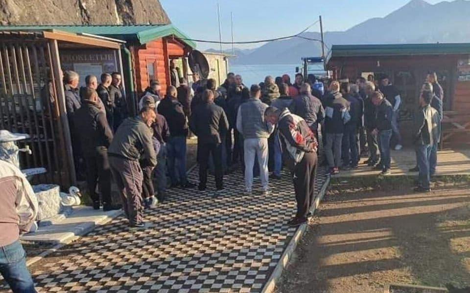 Ribolovci protestovali na Vranjini: Tvrde da vodostaj nije nizak za lov