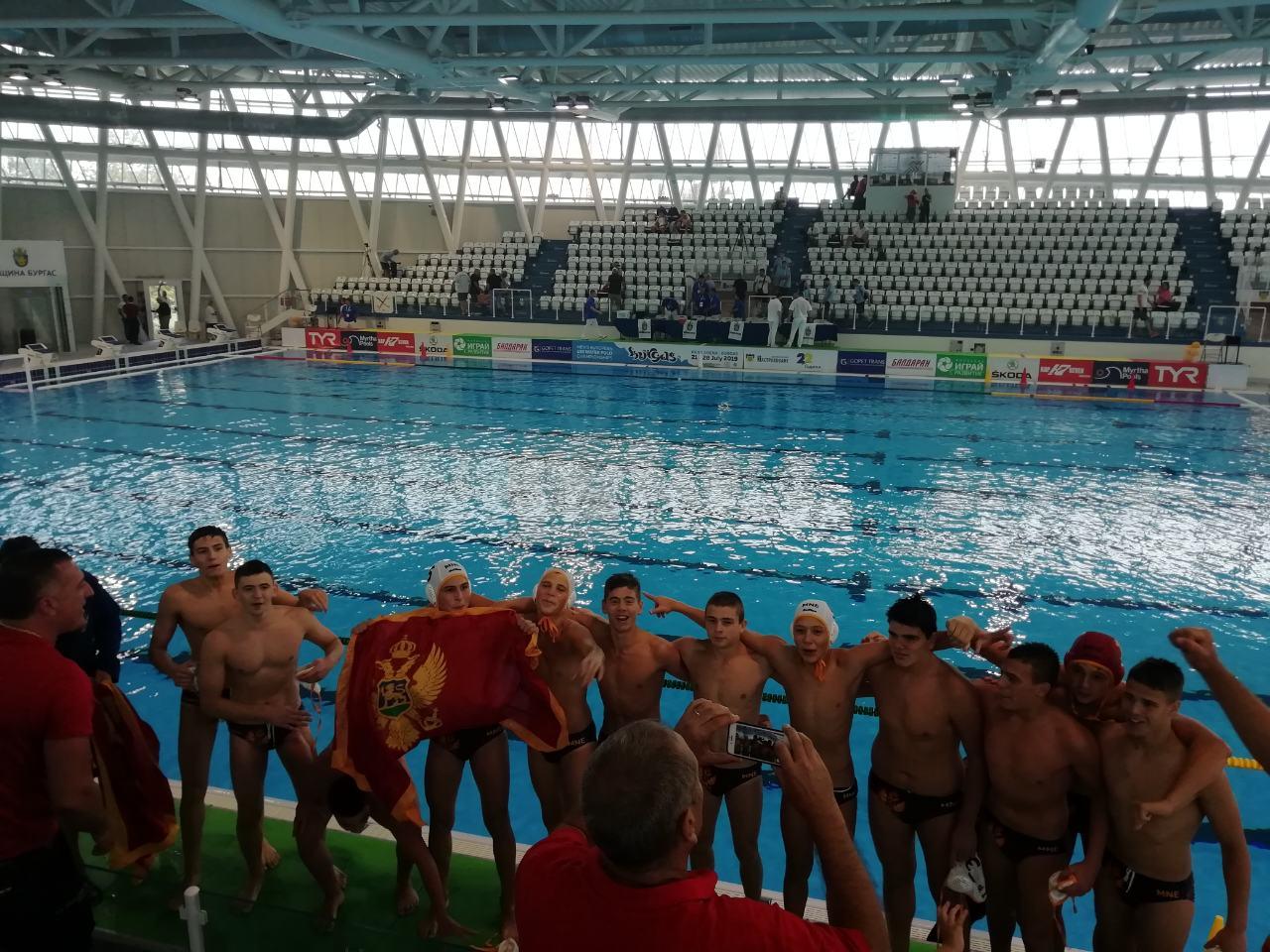 Slavlje mladih vaterpolista nakon prolaska u polufinale Evropskog prvenstva!