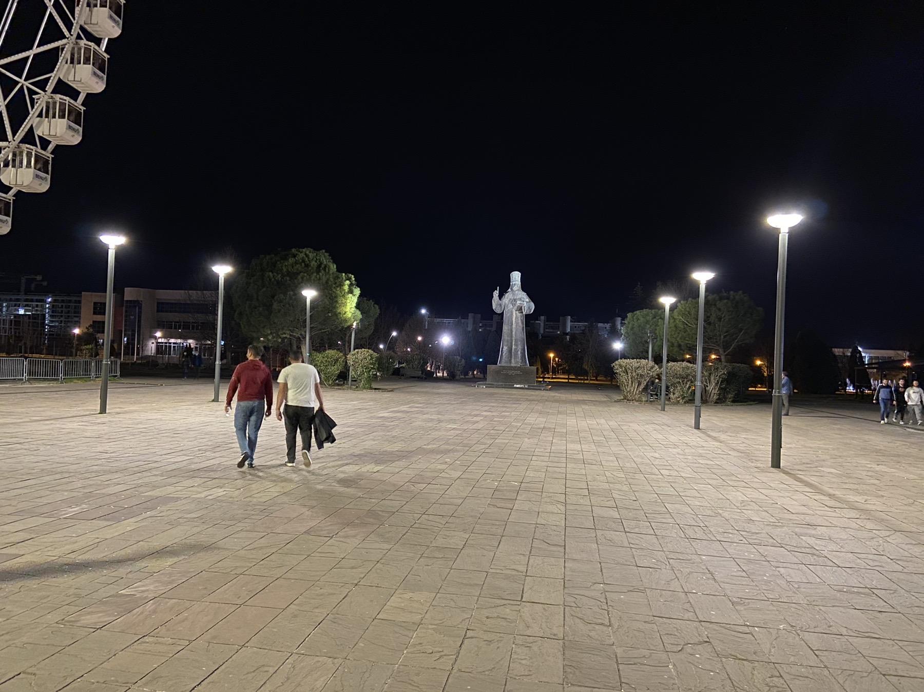 Nova rasvjeta na Trgu Svetog Petra Cetinjskog