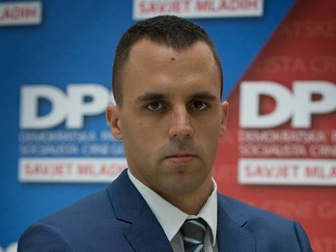 Pešić: Jedini politički kockar je Bečić
