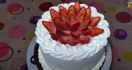 Nepečena torta s jagodama
