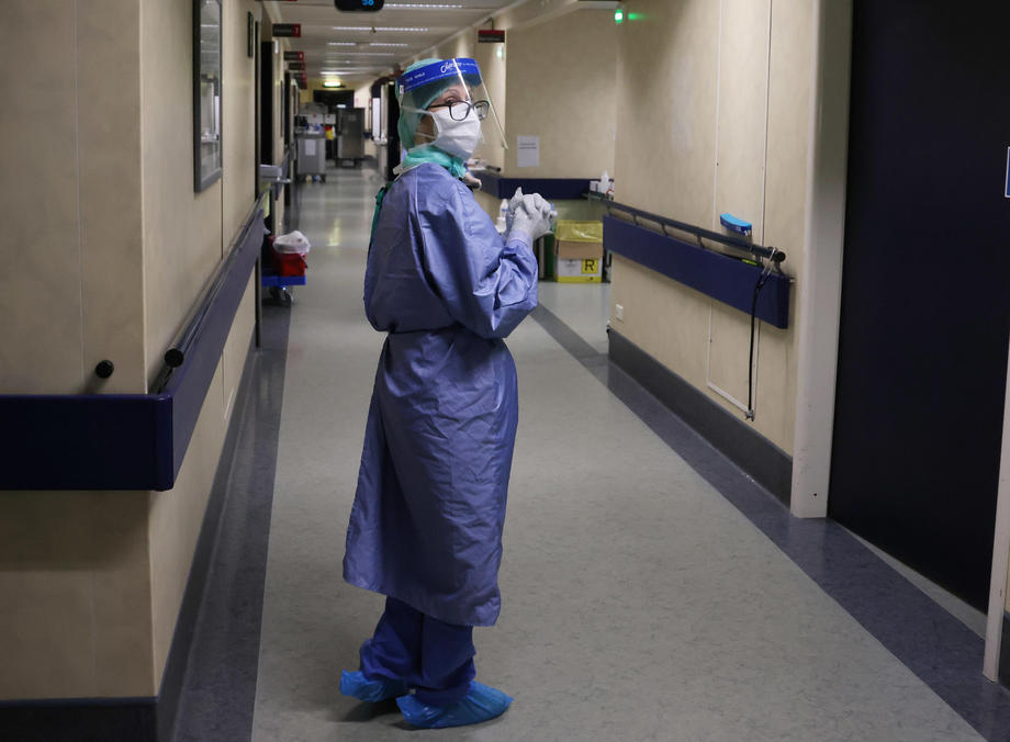 Direktorica cetinjske bolnice smatra da se sa mjerama zakasnilo, evo šta kažu Cetinjani