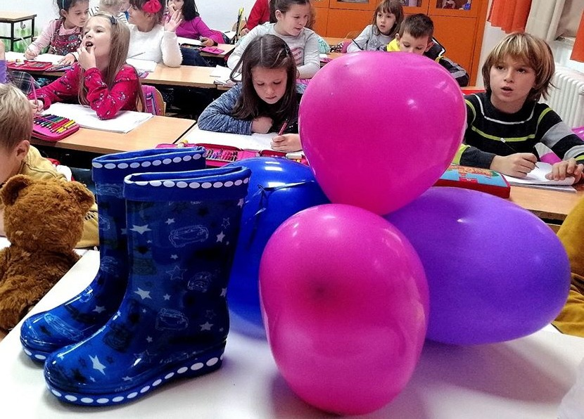 Plave gumene čizme u II-4
