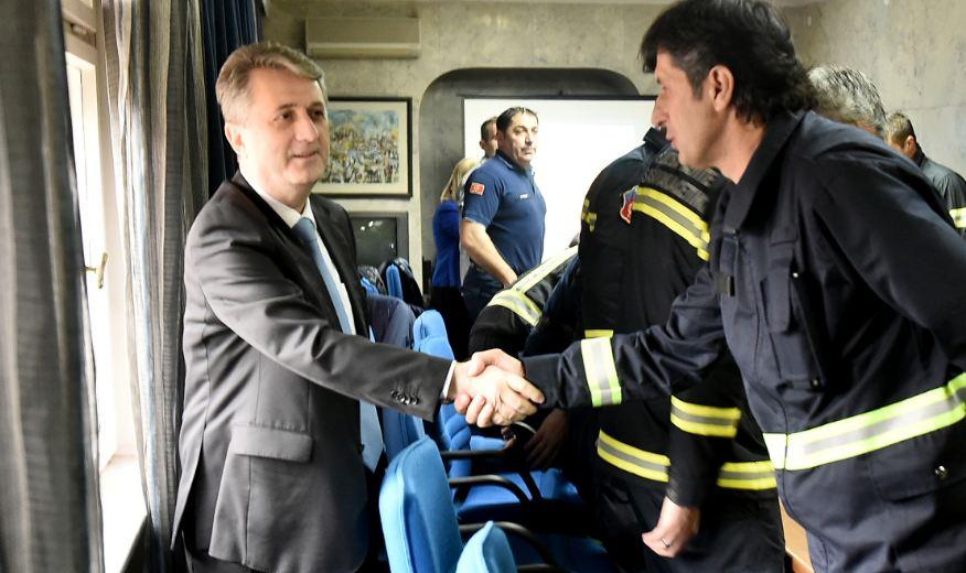 Nuhodžić nagradio pripadnike Nacionalnog tima za traganje i spašavanje iz ruševina