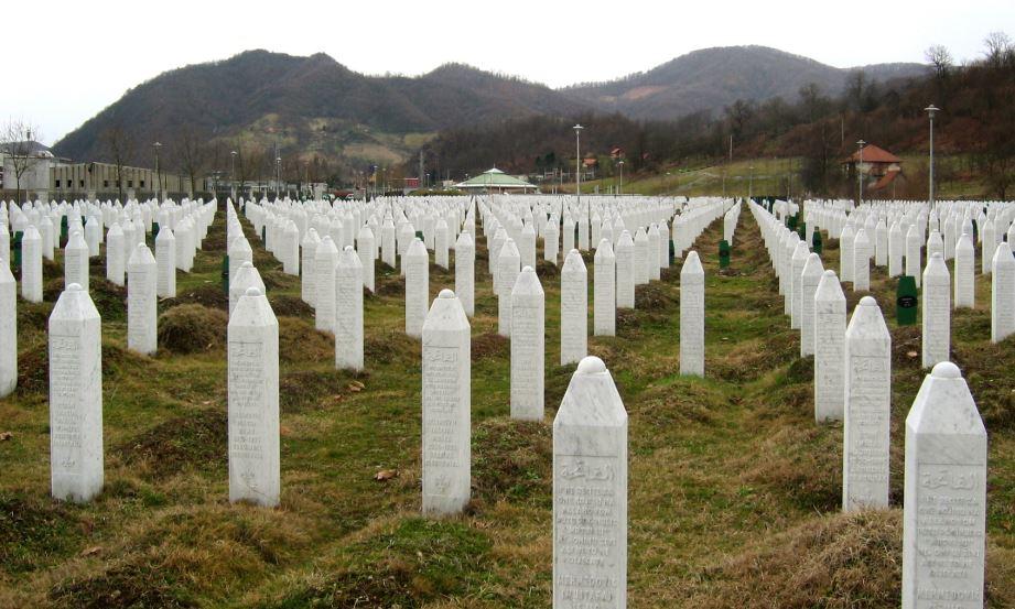 Srpski pjesnici o ratu, Srebrenici: Srca naša neće nikada biti sretna