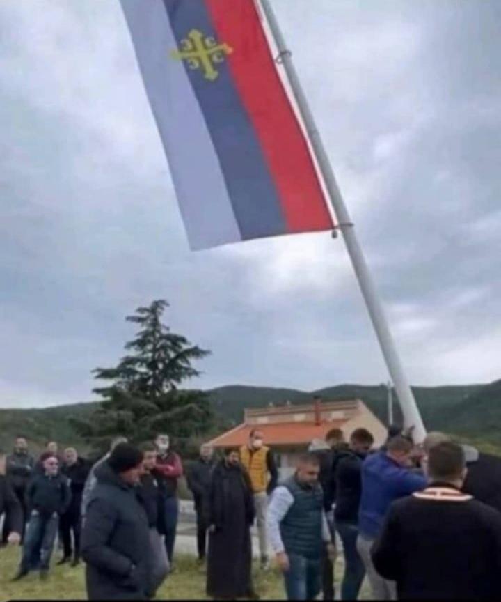 LP: Isticanje stranih i vjerskih simbola u Radanovićima provokacija, javnost uznemirena