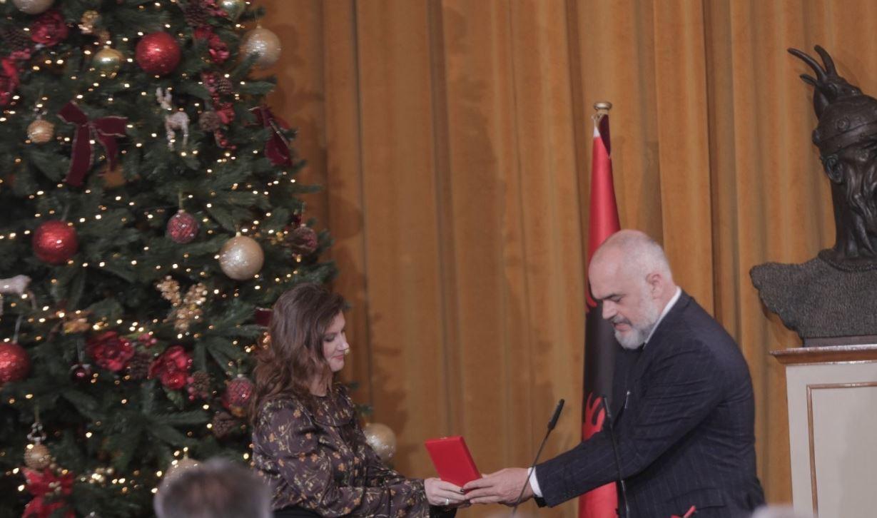 Premijer Albanije uručio zlatnu medalju crnogorskom spasilačkom timu