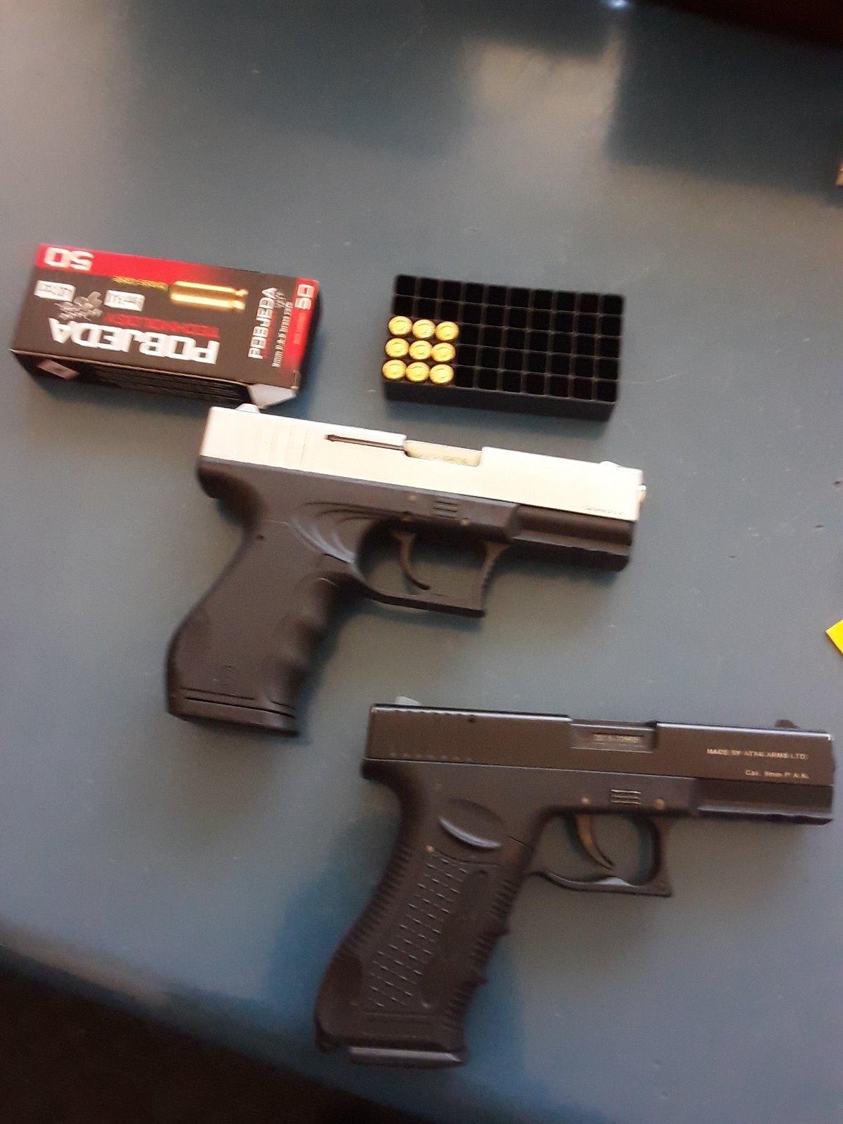 Berane: Isticali zastave druge države, nađeni pištolji