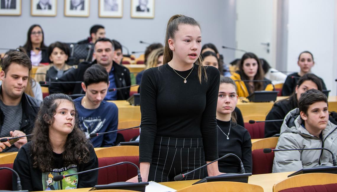 Mladi u Herceg Novom žele bioskop, omladinski centar i više kulturnih sadržaja
