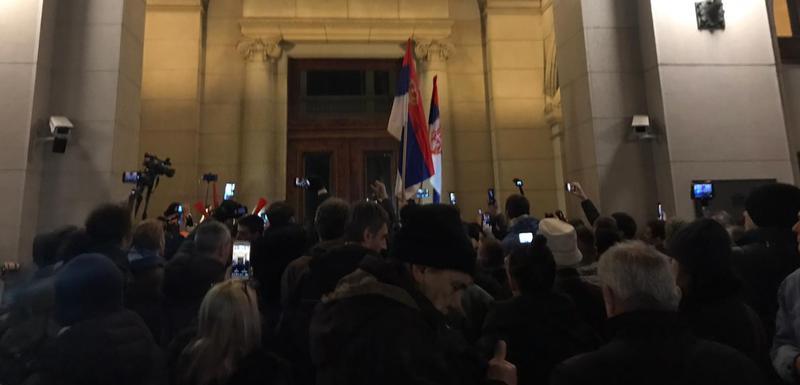 Jedan od pet miliona: Protest na vratima Skupštine Srbije