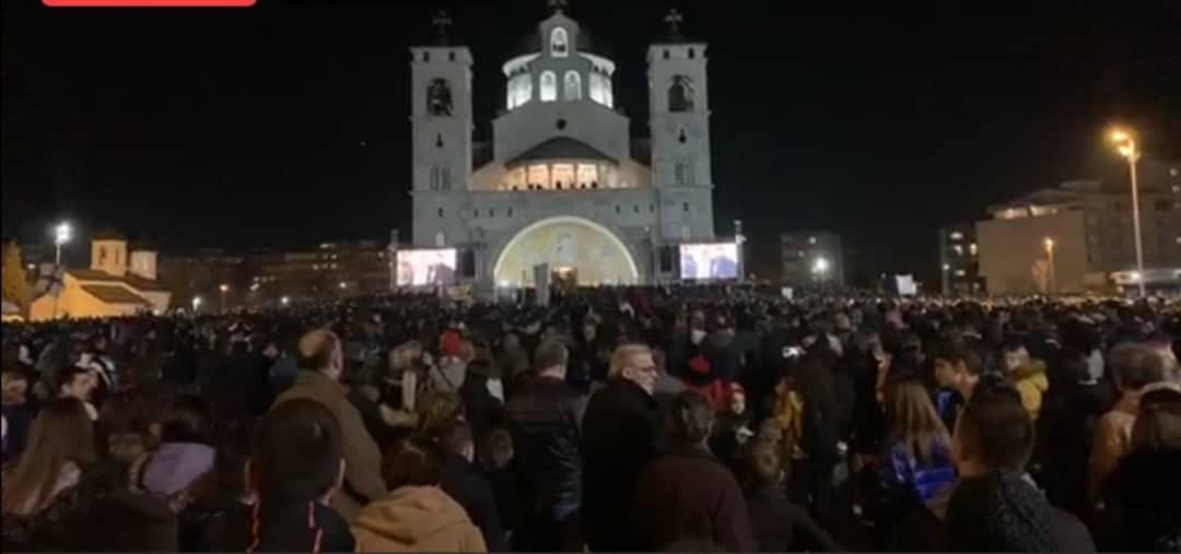 Onufrije predvodi litiju u Podgorici, SPC dovodi vjernike autobusima