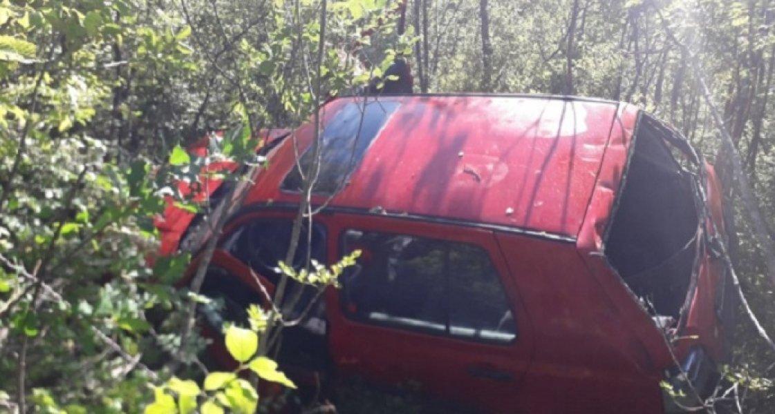 Automobil sletio s puta, povrijeđen Podgoričanin