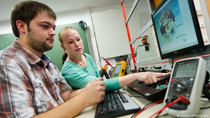 Dualno obrazovanje: Radni angažman nastavilo 60 odsto učenika