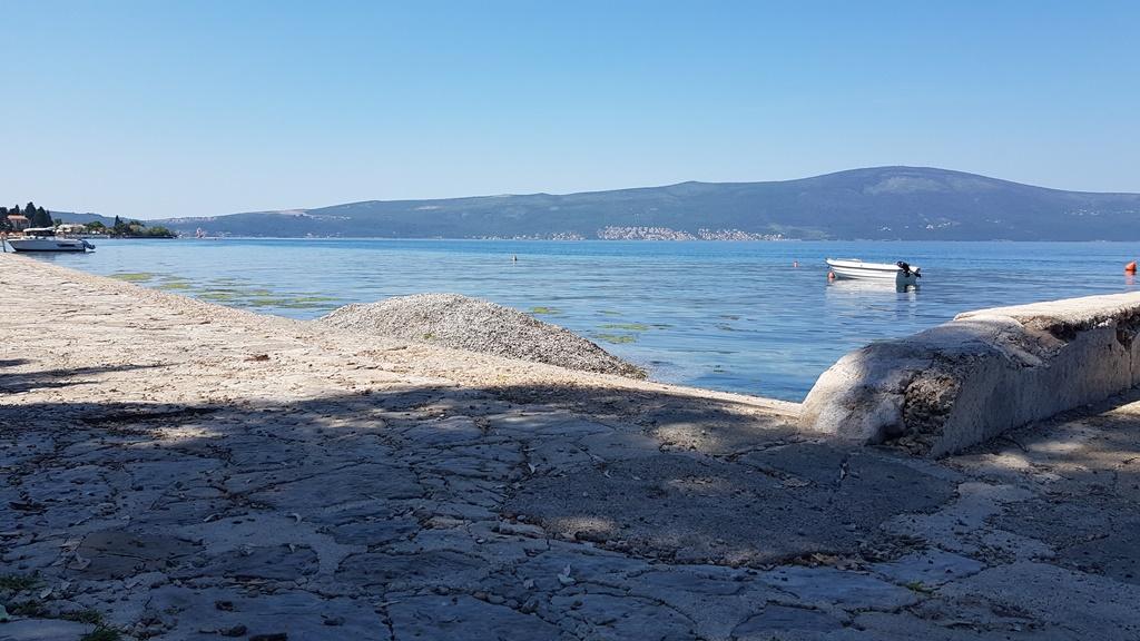 Komunalno uklanja pijesak ispod rive u Donjoj Lastvi