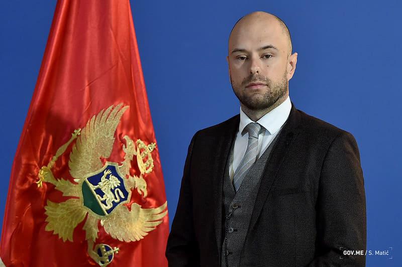 Ambasadore Kaluđeroviću, nemoj braniti Crnu Goru od mene, tvoj, Đorđe
