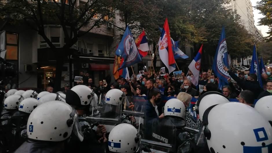 Haos u Beogradu: Kordoni policije sprječavaju desničare da se približe CZKD-u i festivalu Mirdita