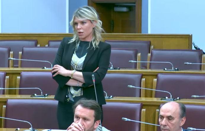 Vuksanović-Stanković: Podnesite ostavku Krivokapiću