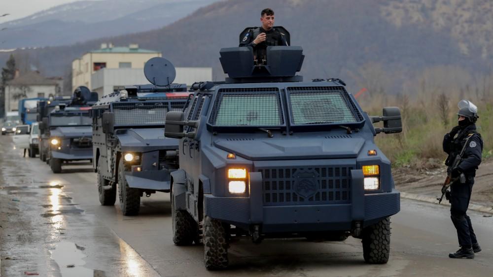 Ruski ambasador u Srbiji došao na prelaz Jarinje, ministar odbrane obilazi borbene snage
