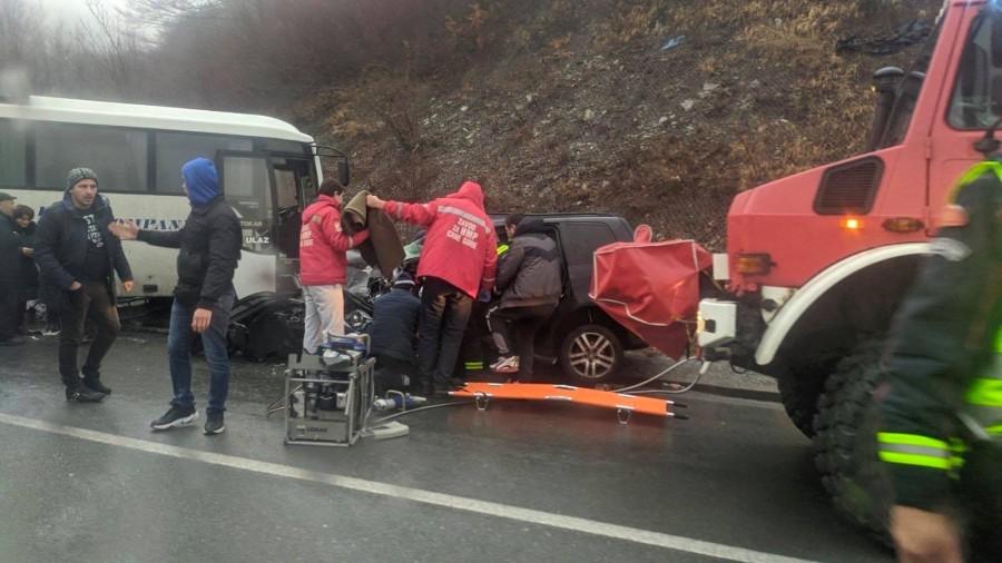 Udes na Crkvinama: Četvoro povrijeđenih u sudaru automobila i autobusa