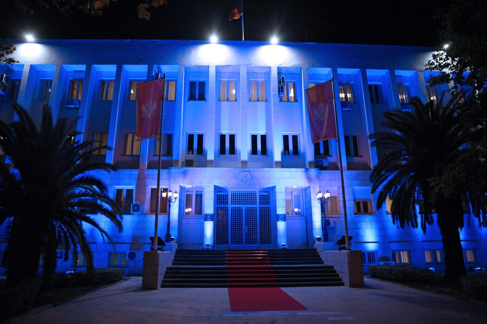 Zgrada Predsjednika CG osvijetljena plavom bojom, evo zašto