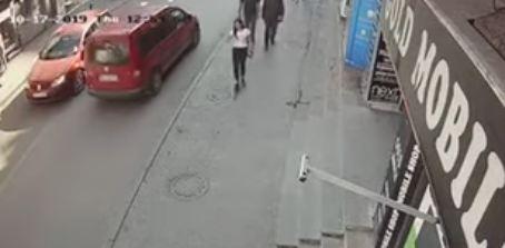 Snimak pucnjave: Na sina biznismena zapucali iz automobila