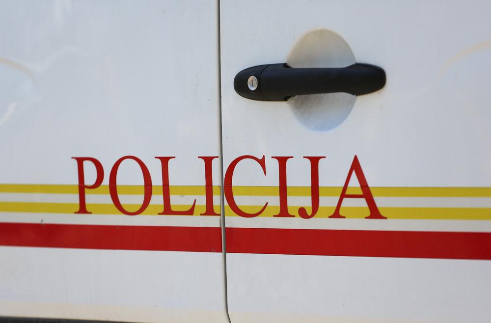 UP: Potpuno uništen automobil Pešića, sumnja se da je eksplozija podmetnuta