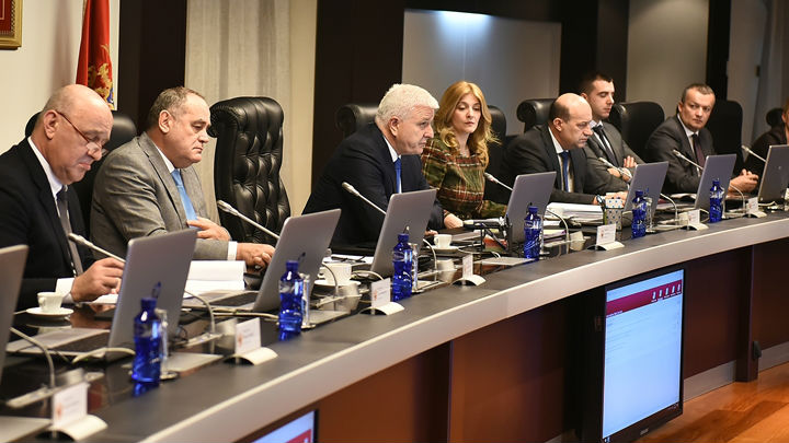 Vlada: CG sama donosi svoje odluke, hvala Vučiću na savjetima