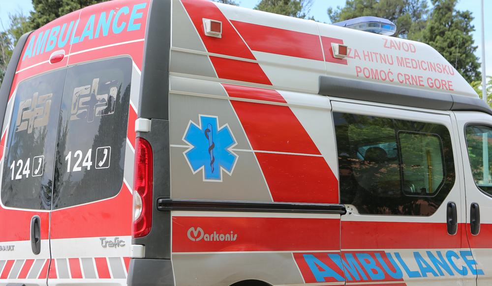 Preminula žena koja je ispala iz minibusa na putu Bar-Budva