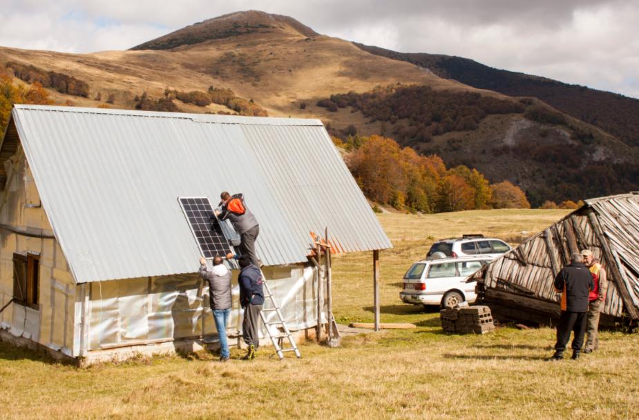 NTOCG kroz EU projekat započela raspodjelu solarnih panela za katune