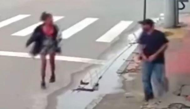 Uznemirujući snimak: Beskućnica tražila novac, muškarac je upucao