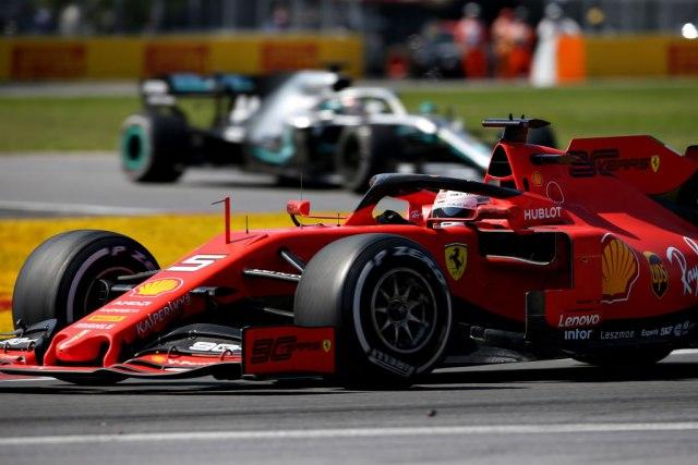 Hamiltonu pobjeda u Kanadi, Fetel zbog kazne izgubio prvo mjesto
