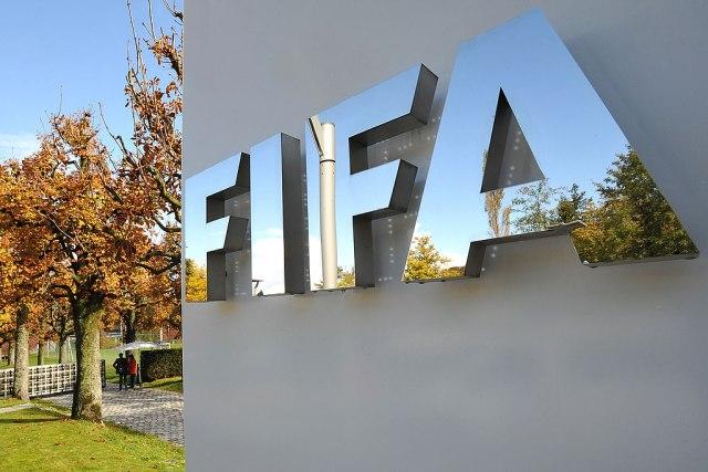 FIFA: Fudbaleri da prihvate smanjenje plata