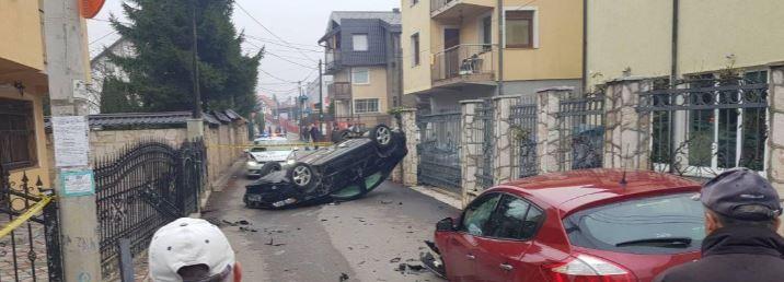 Sarajevo: Automobil završio na krovu, ima povrijeđenih