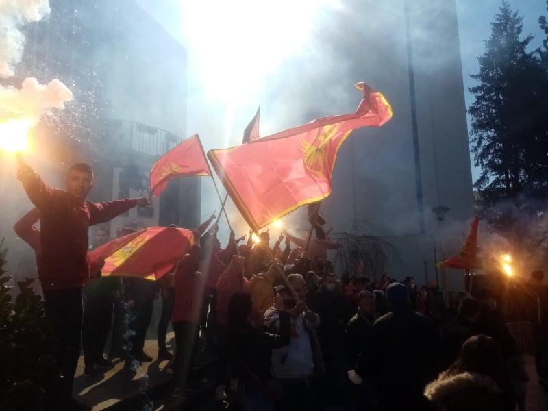 Spontano se okupili građani da pokažu crnogorsko lice Nikšića