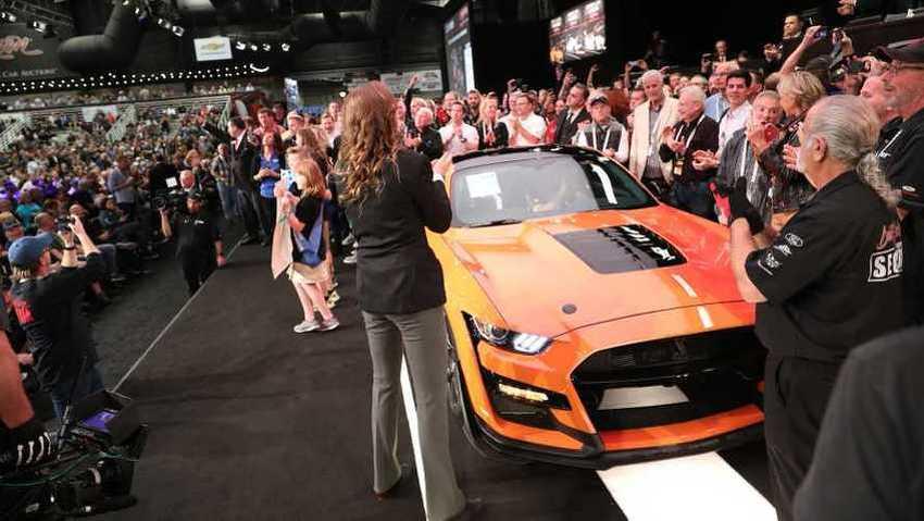 Prvi proizvedeni Ford Mustang Shelby GT500 prodat za 1,1 milion dolara
