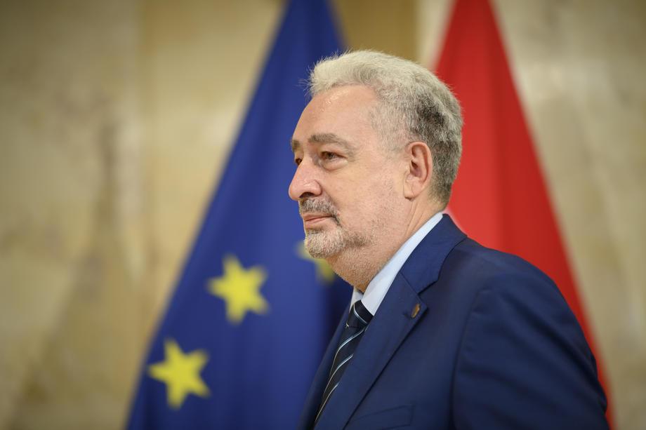 Premijerski sat sjutra u podne: Evo na koja će pitanja odgovoriti Krivokapić