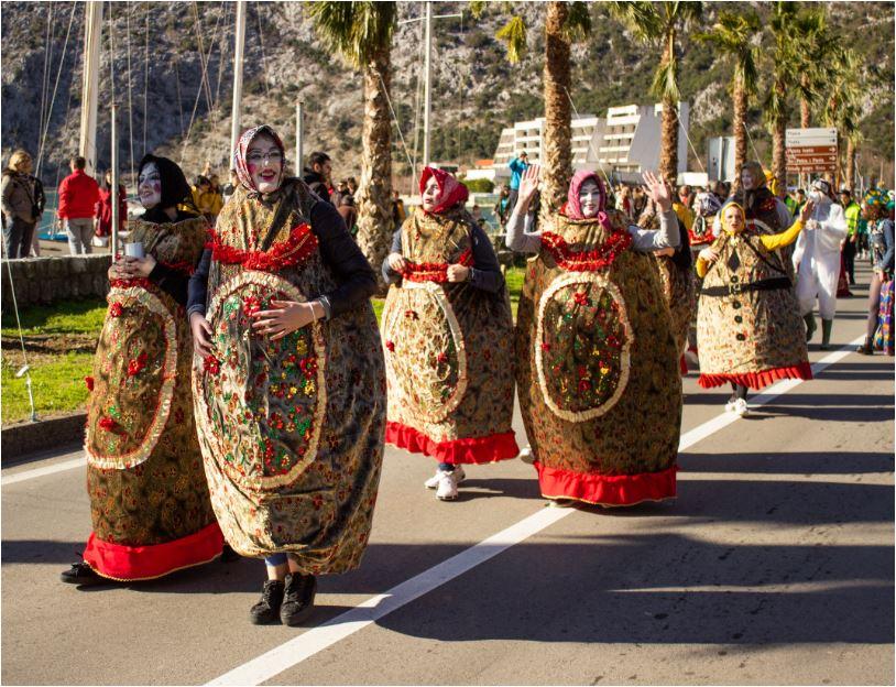 U Risnu održan prvi karneval, spaljen Surlaš Palmotić zvani Teutić