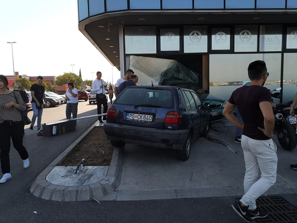 Podgorica:  Automobil uletio u Univerzitet Mediteran