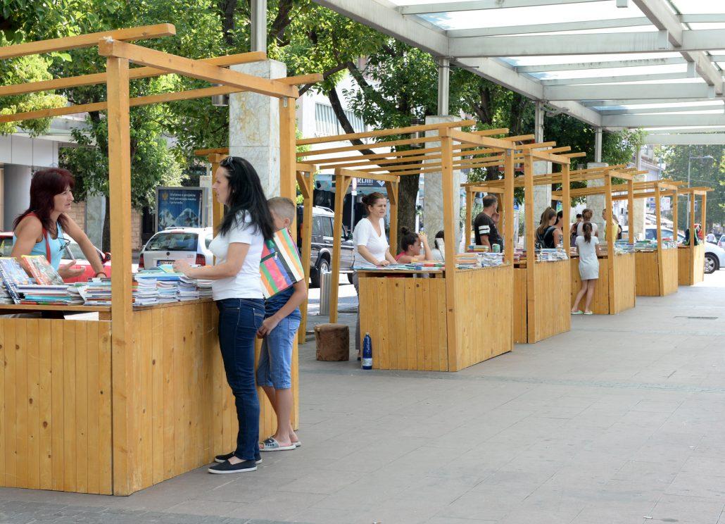 Prodaja polovnih udžbenika na Trgu nezavisnosti produžena do 10. septembra