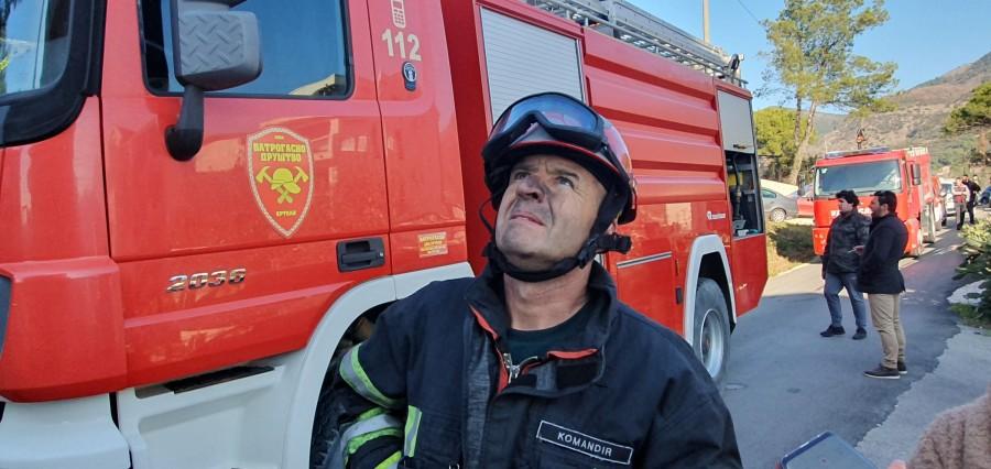 Ugašen požar na zgradi u Tivtu
