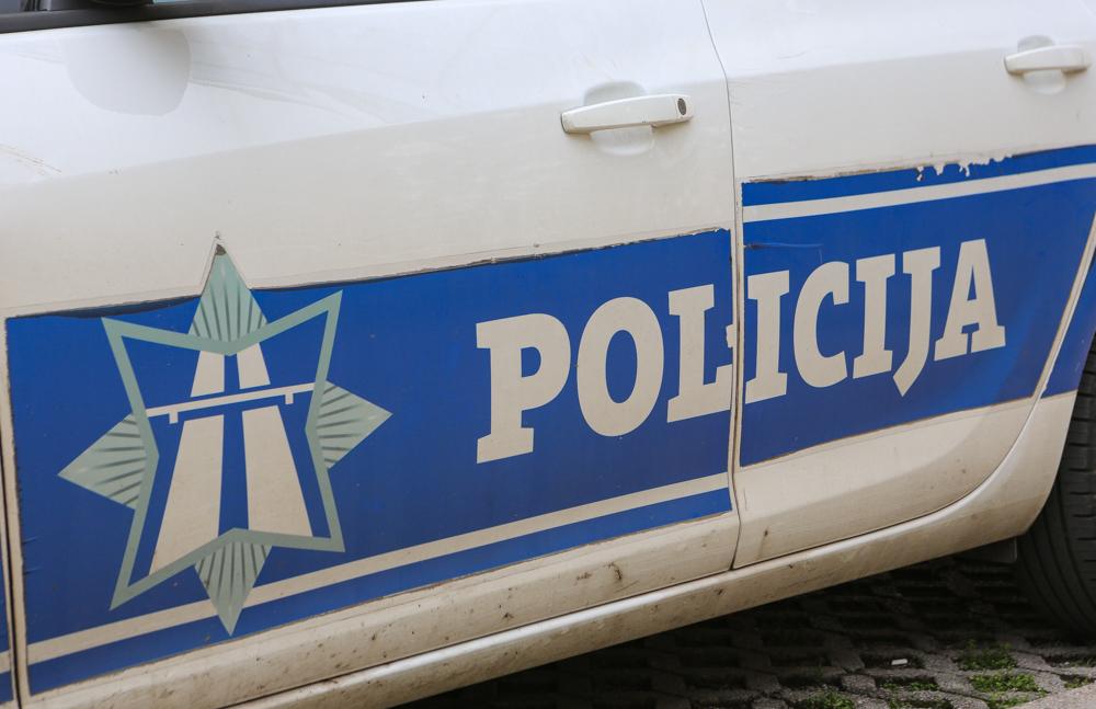 Pogledajte snimak:Jedna osoba uhapšena zbog omalovažavanja policajaca u Zeti