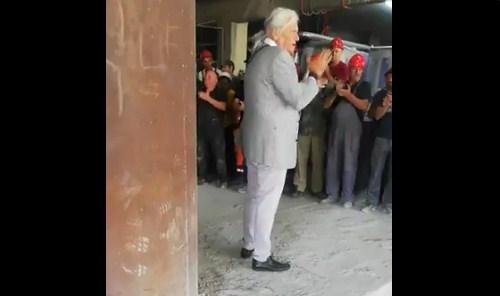 Procurio snimak: Postrojili građevinare i uvježbavali aplauz za Vučića