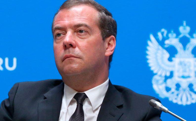 Medvedev u Francuskoj, premijer Filip želi politički dijalog s Rusijom