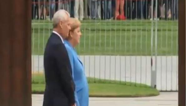 Angela Merkel se trese, treći put