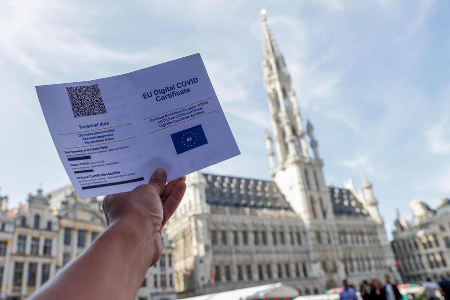 Građani zbunjeni: Potvrda o vakcinaciji iz Crne Gore ne važi svuda?